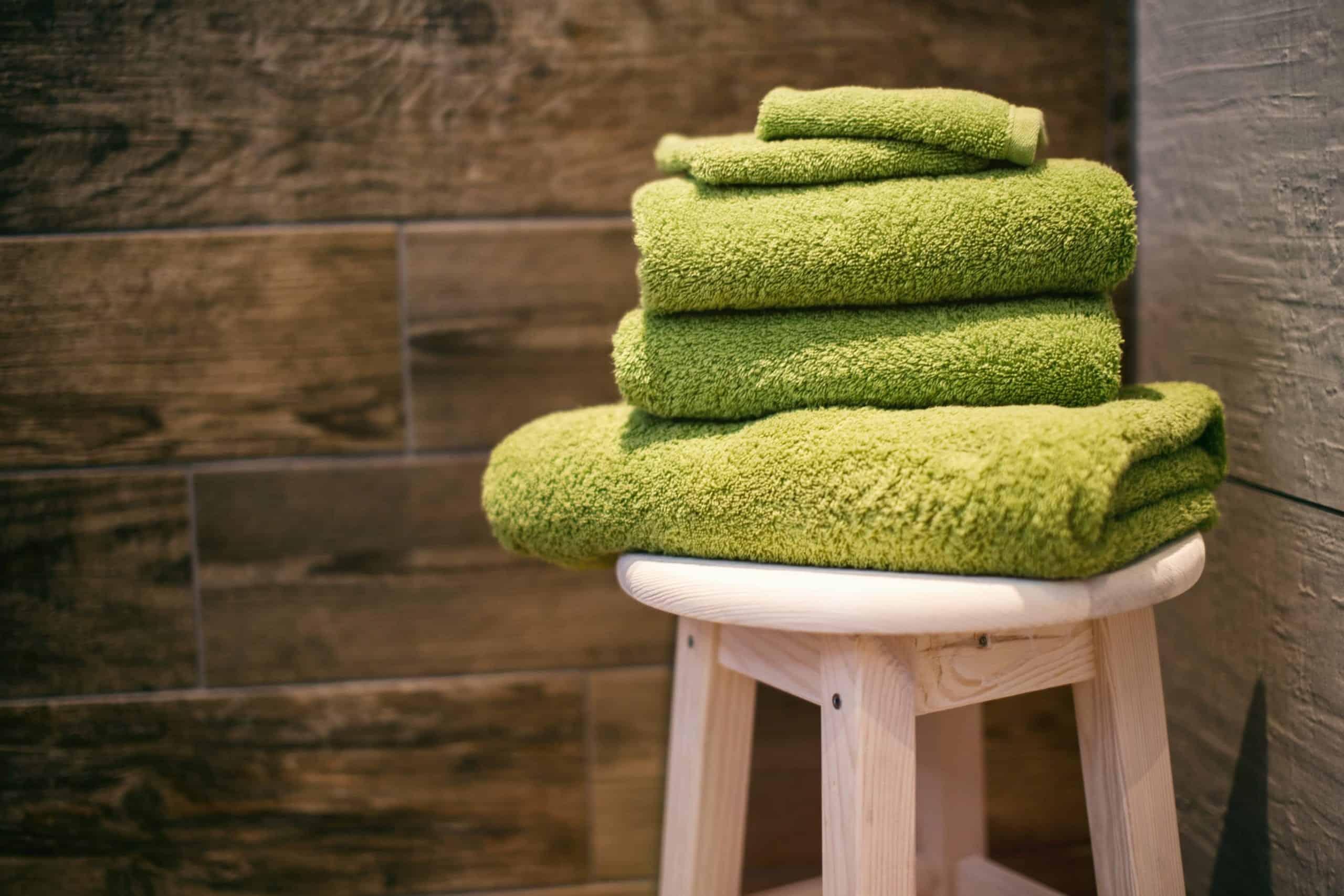 clean towel using vinegar